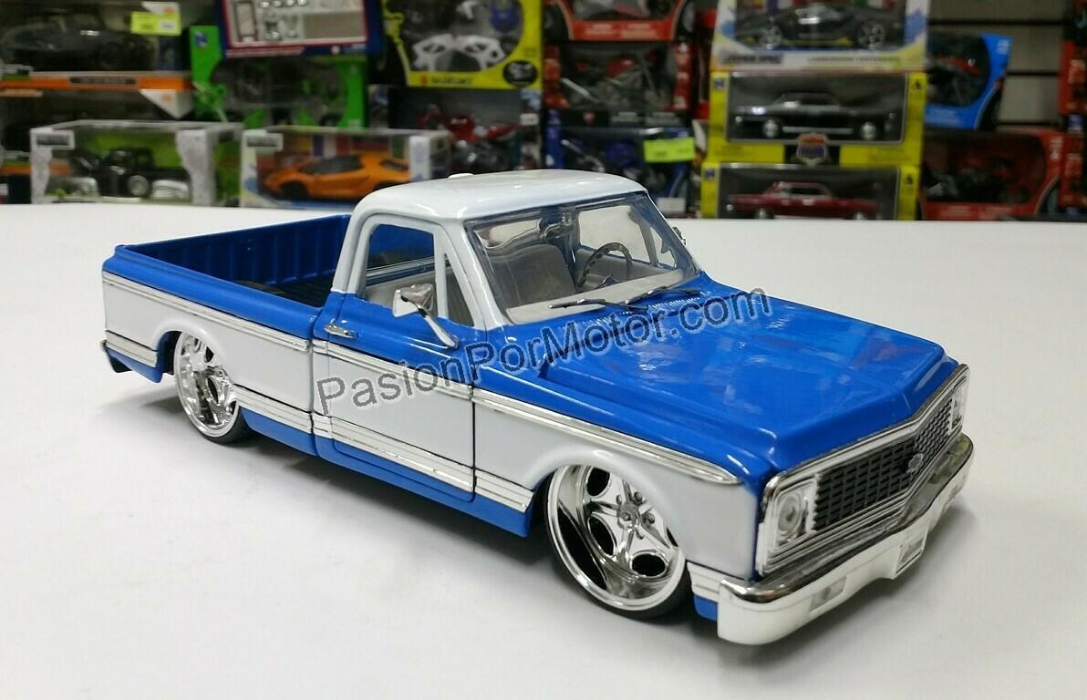 1:24 Chevrolet Cheyenne Fleetside 1972 Pick Up Bitono Azul c Blanco Jada Toys Just Trucks En Display / A Granel