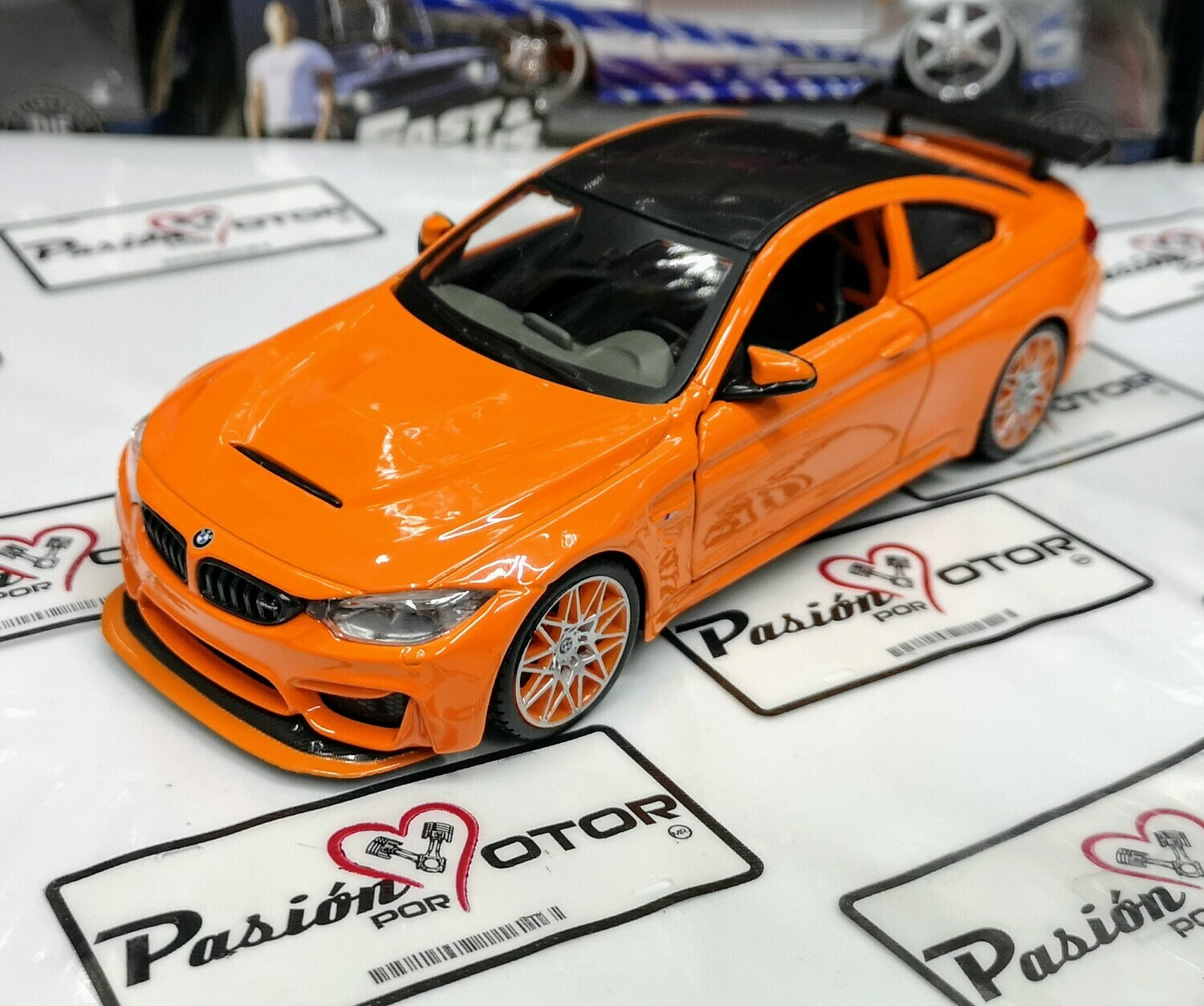 1:24 BMW M4 GTS 2016 Naranja Coupe Maisto Special Edition En Display / A Granel