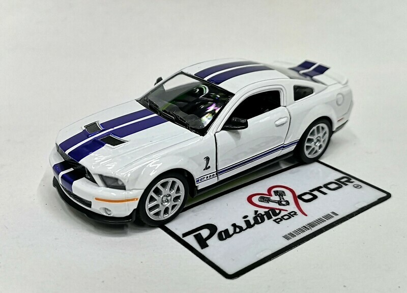 1:38 Ford Shelby GT500 2007 Blanco Con Franjas Azules Kinsmart En Display a Granel 1:32 Mustang