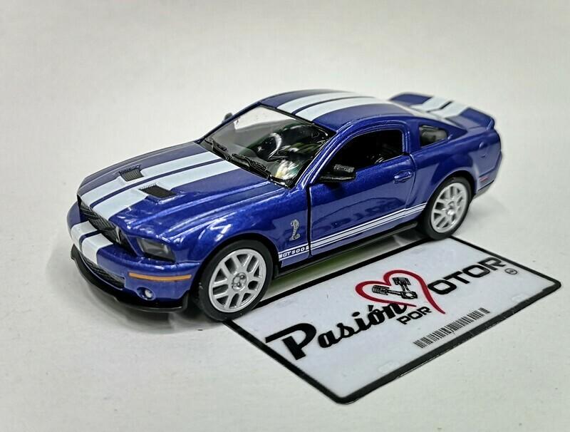 1:38 Ford Shelby GT500 2007 Azul Con Franjas Blancas Kinsmart En Display a Granel 1:32 Mustang