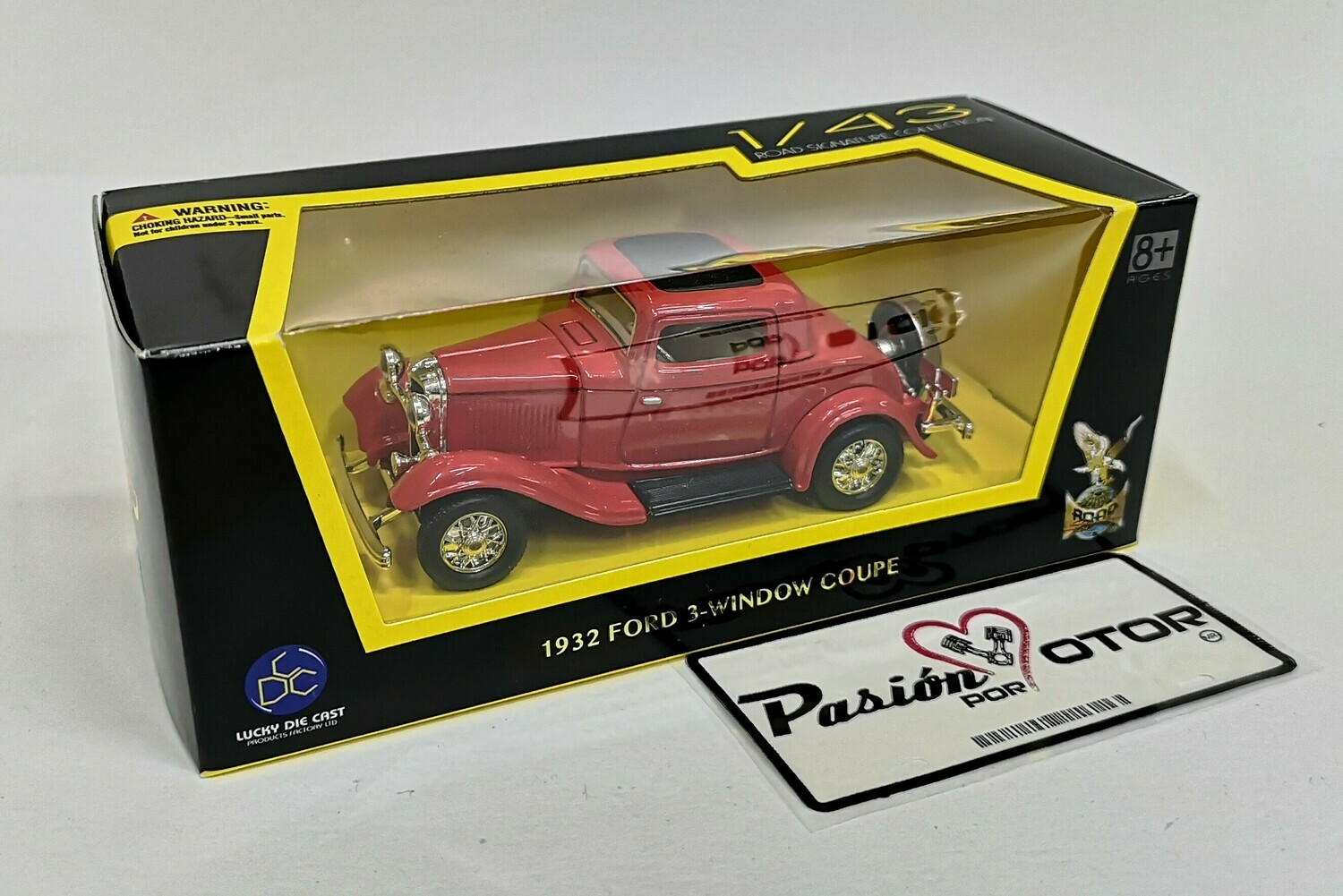 1:43 Ford Coupe 3 Window 1932 Rojo Lucky Die Cast Road Signature Collection