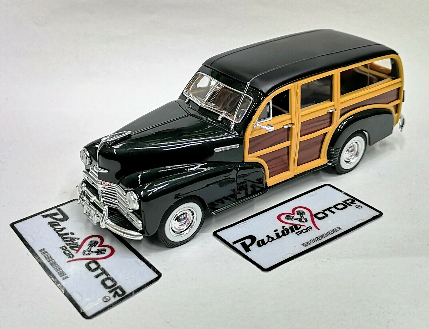 1:27 Chevrolet Fleetmaster Woody 1948 Verde  Welly  En Display / A Granel 1:24 Guayin