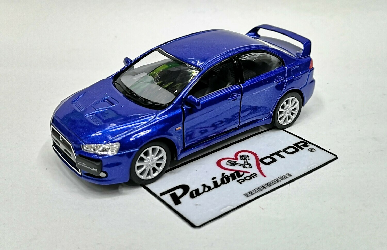 1:36 Mitsubishi Lancer Evolution X 2008 Azul Kinsmart En Display a Granel 1:32