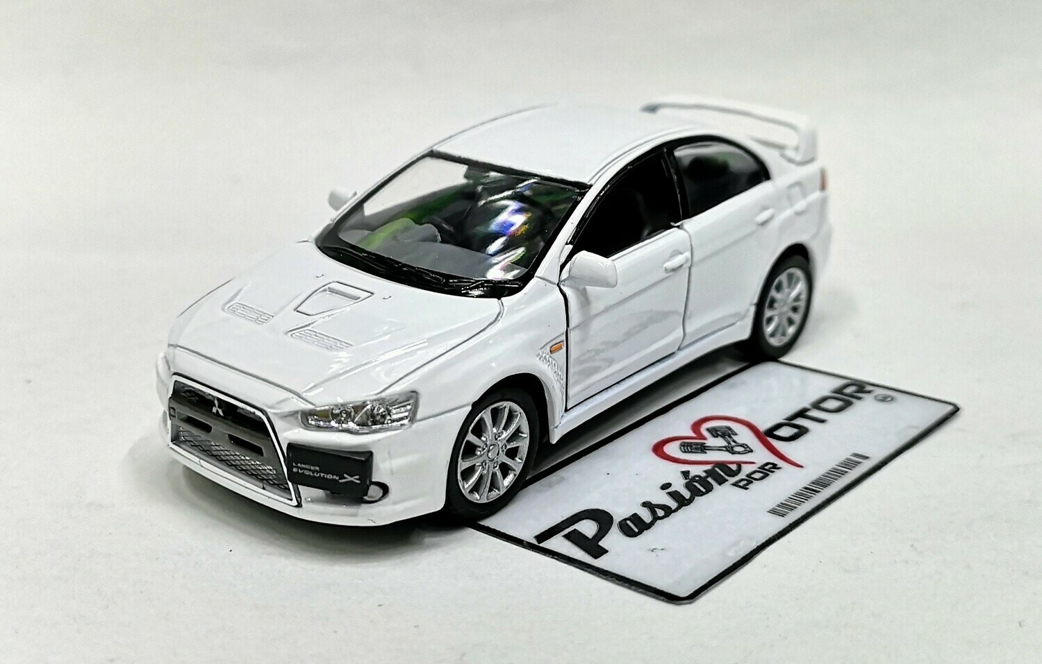 1:36 Mitsubishi Lancer Evolution X 2008 Blanco Kinsmart En Display a Granel 1:32