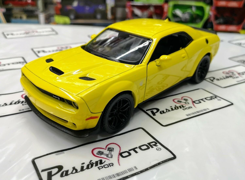 1:24 Dodge Challenger SRT Hellcat Widebody 2018 Amarillo Motor Max En Display a Granel
