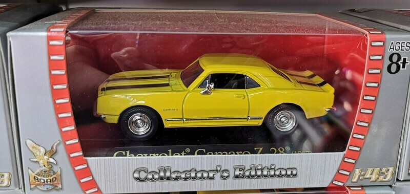 1:43 Chevrolet Camaro Z/28 1967 Amarillo Lucky Die Cast Road Signature Collection