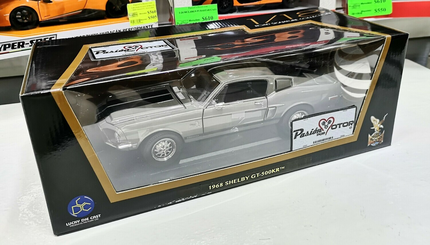 1:18 Ford Mustang Shelby GT500KR 1968 Gris Lucky Die Cast Yat Ming Road Signature