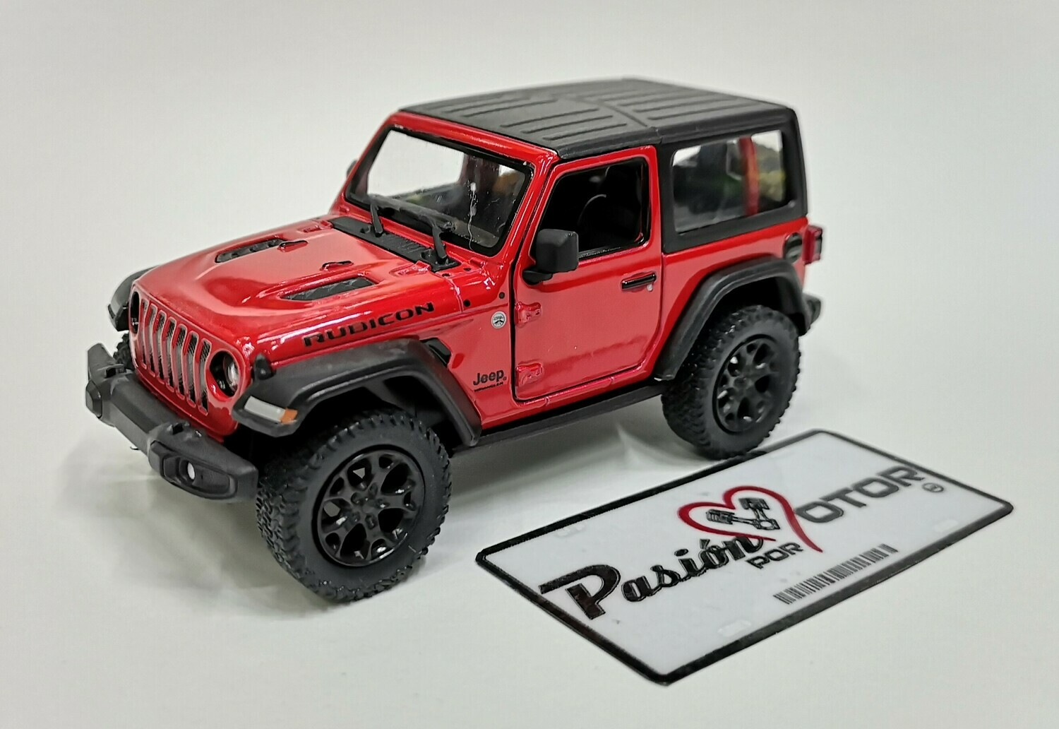 1:34 Jeep Wrangler Rubicon Hard Top 2018 Rojo  Kinsmart En Display / A Granel 1:32