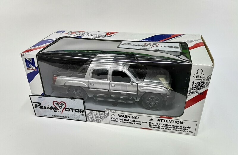 1:32 Chevrolet Avalanche 2002 Plata Pick Up New Ray
