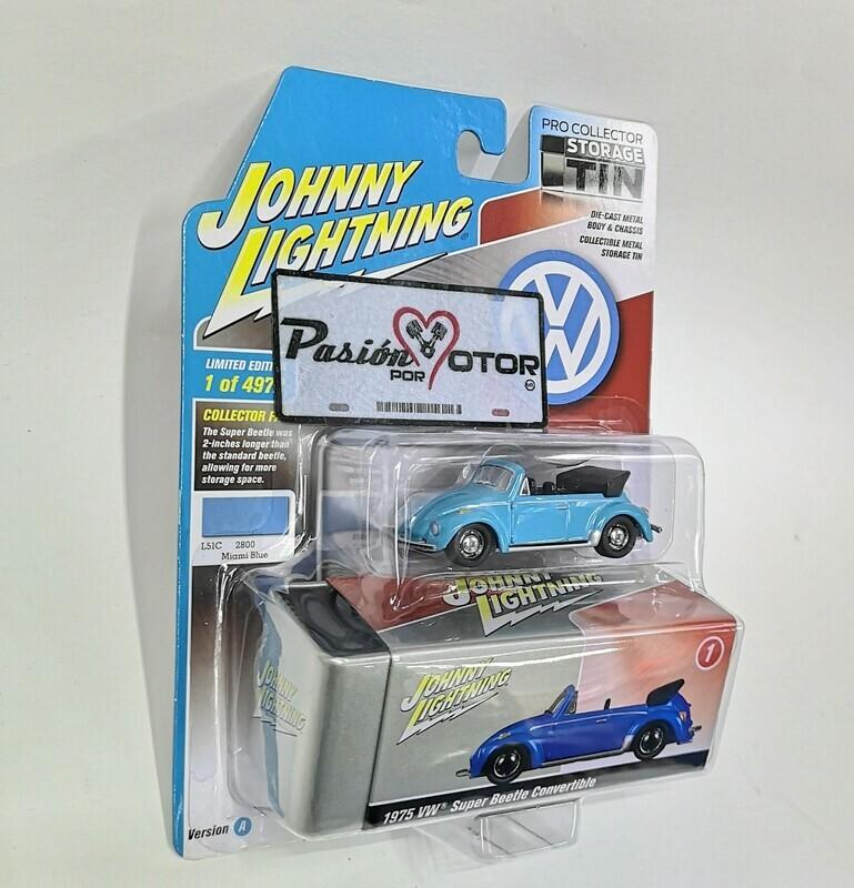 1:64 Volkswagen Super Beetle Convertible 1975 Azul Johnny Lightning Pro Collector  Storage Tin