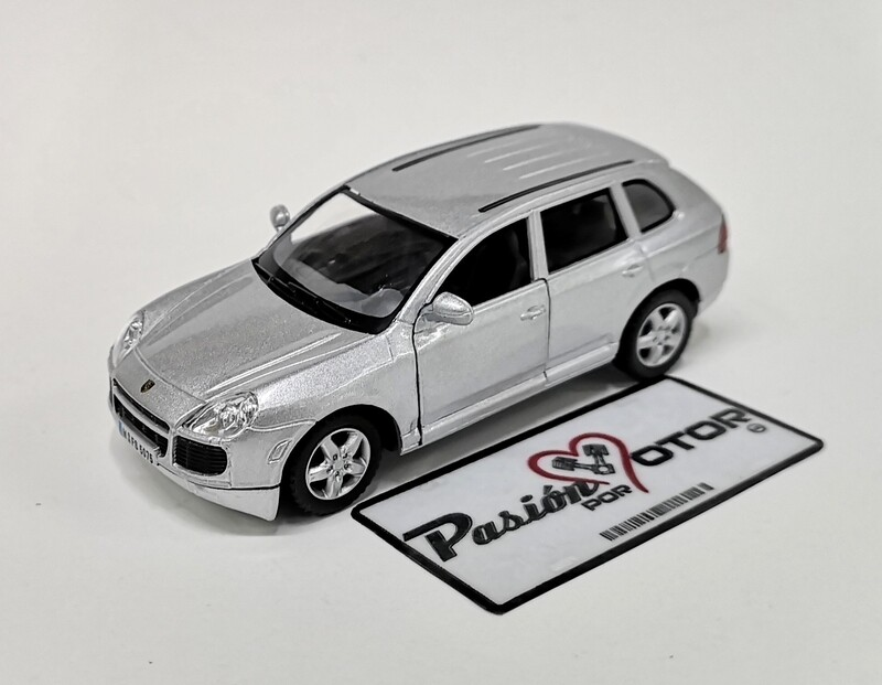 1:38 Porsche Cayenne Turbo 2002 Plata Kinsmart En Display / A Granel
