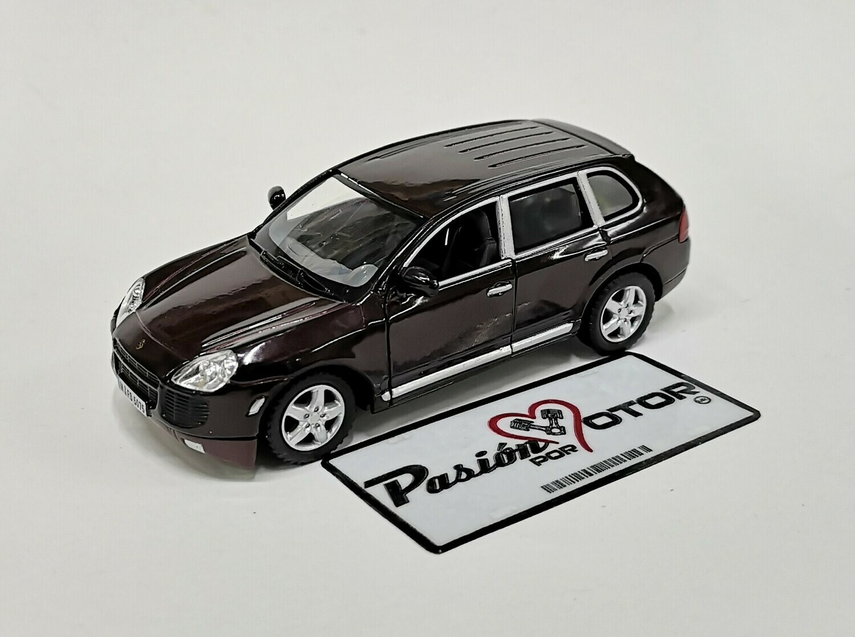 1:38 Porsche Cayenne Turbo 2002 Vino Kinsmart En Display / A Granel