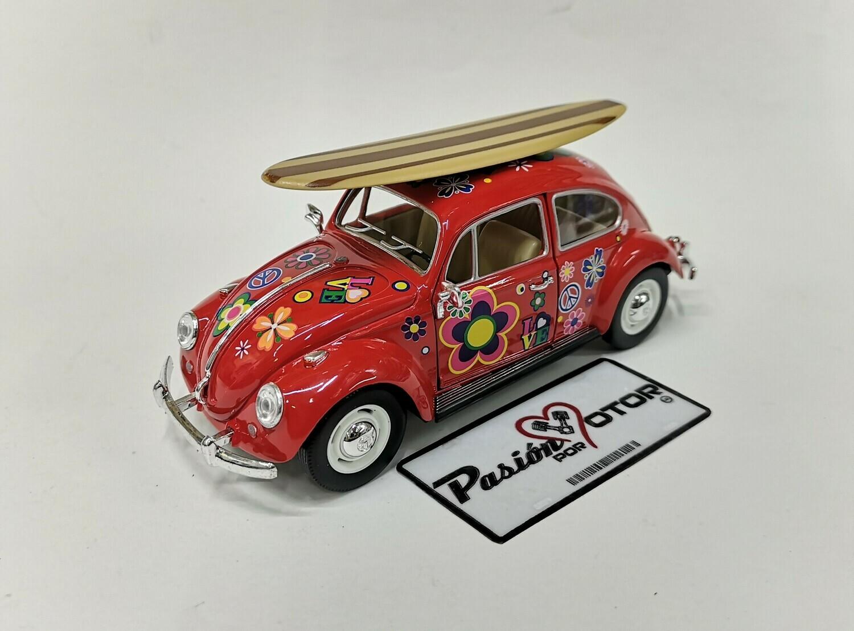1:24 Volkswagen Beetle 1967 Rojo Hippie Con Tabla de Surf Vocho Kinsmart En Display / A Granel