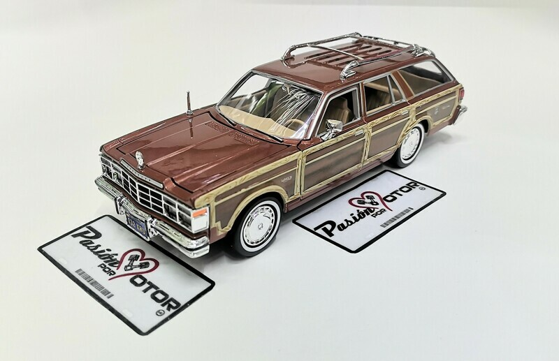 1:24 Chrysler Lebaron Town Country 1979 Cafe Guayin Wagon Motor Max C caja