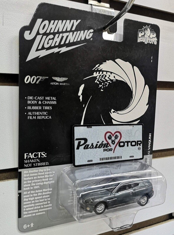 Johnny Lightning 1:64 Aston Martin V12 Vanquish Coupe James Bond 007 Die Another Day 2002 Gris Pop Culture Tarjeta y Blister