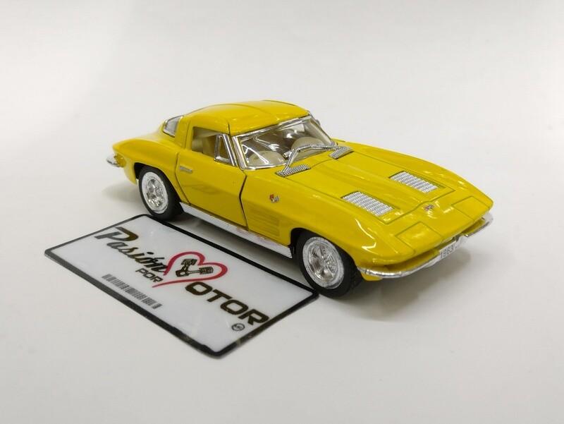 Kinsmart 1:36 Chevrolet Corvette Coupe Sting Ray 1963 Amarillo Display a Granel  1:32