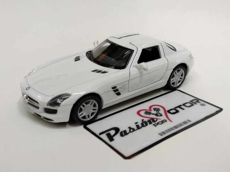 Kinsmart 1:36 Mercedes Benz SLS AMG Coupe 2010 Blanco Display a Granel 1:32