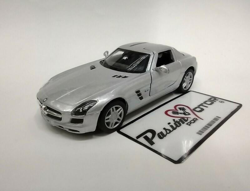 Kinsmart 1:36 Mercedes Benz SLS AMG Coupe 2010 Plata Display a Granel 1:32