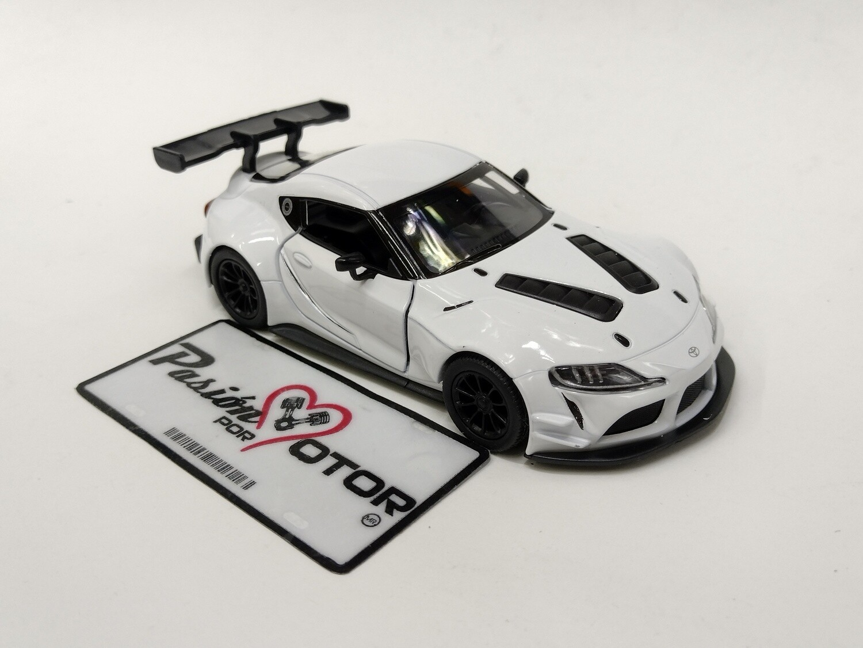 Kinsmart 1:36 Toyota GR Supra Racing Concept 2019 Blanco Display a Granel  1:32