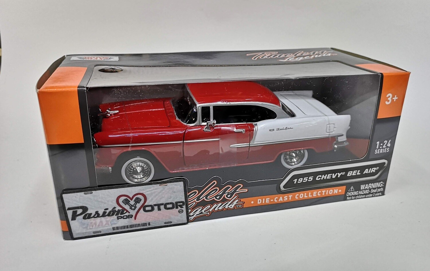 Motor Max 1:24 Chevrolet Bel Air Coupe 1955 Rojo y Blanco Timeless Legends Con Caja