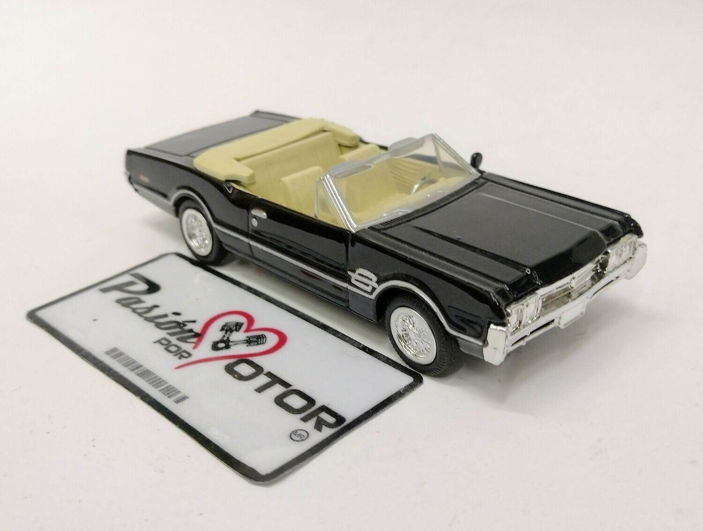 New Ray 1:43 Oldsmobile 4-4-2 Convertible 1966 Negro City Cruiser En Caja