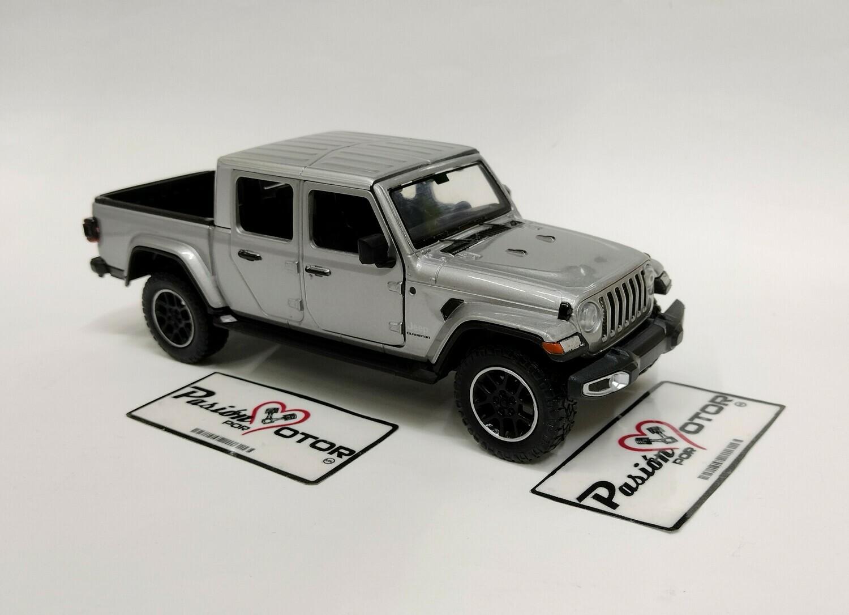 Motor Max 1:27 Jeep Gladiator Pick Up Overland 2021 Plata Timeless Legends En Display a Granel 1:24
