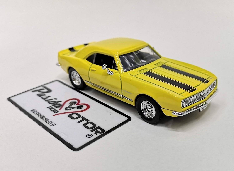 Lucky Die Cast 1:43 Chevrolet Camaro Z/28 Coupe 1967 Amarillo y negro Road Signature En Caja