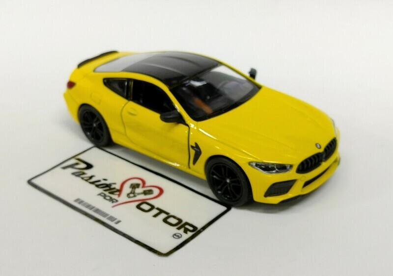 Kinsmart 1:38 BMW M8 Competition Coupe 2020 Amarillo Display a Granel 1:32