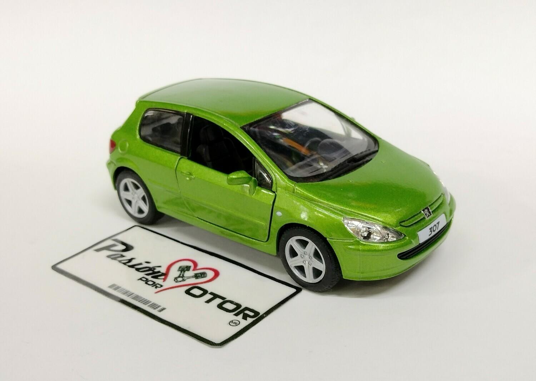 Kinsmart 1:34 Peugeot 307 Hatchback 2001 Verde Display a Granel 1:32