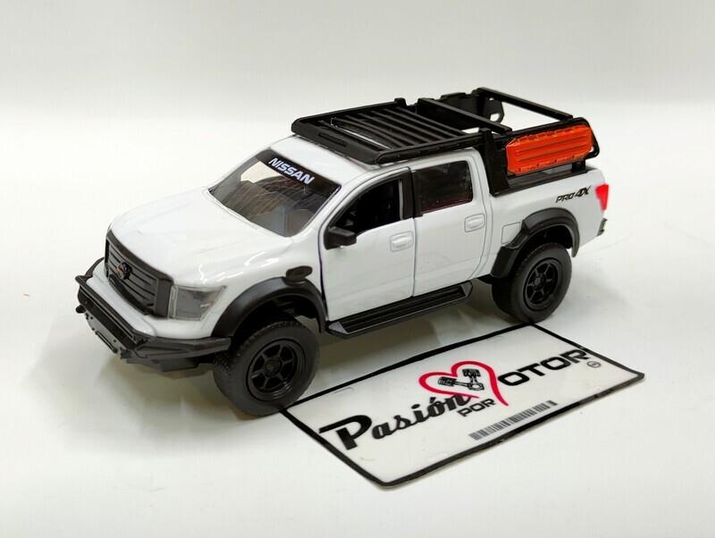 Jada Toys 1:47 Nissan Titan Pick Up Crew Cab Pro4X 2020 Blanco Just Trucks En Caja 1:32