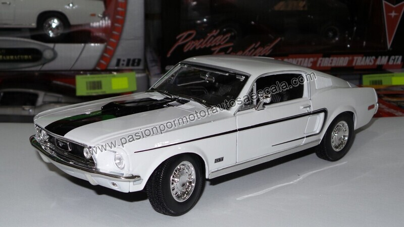 Maisto 1:18 Ford Mustang Cobra Jet Fastback 1968 Blanco Special Edition Con Caja