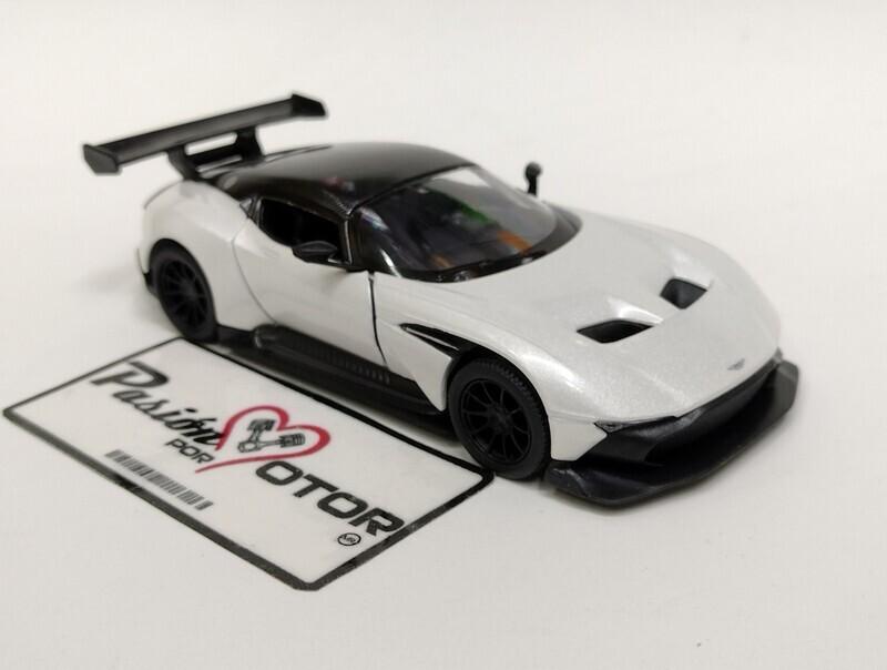 Kinsmart 1:38 Aston Martin Vulcan Coupe 2015 Blanco Display a Granel 1:32