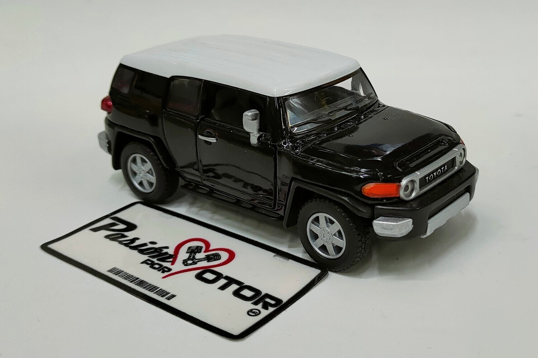 Kinsmart 1:36 Toyota FJ Cruiser SUV 2006 Negro Display a Granel 1:32