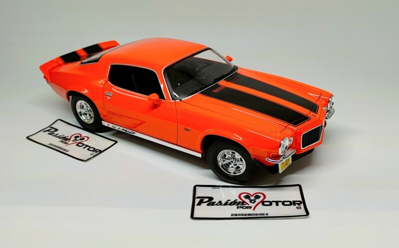Maisto 1:18 Chevrolet Camaro Z/28 Coupe 1971 Naranja con franjas Special Edition Con Caja