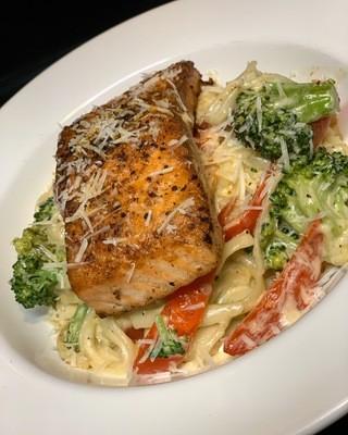 Salmon linguine