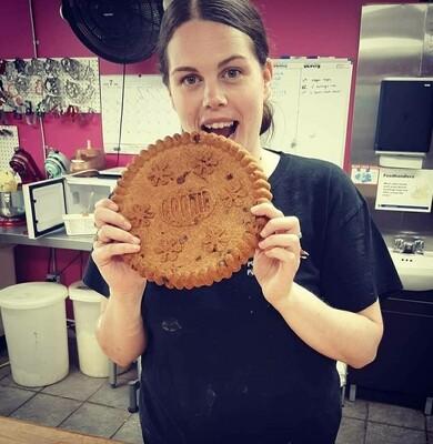 Giant crack cookie