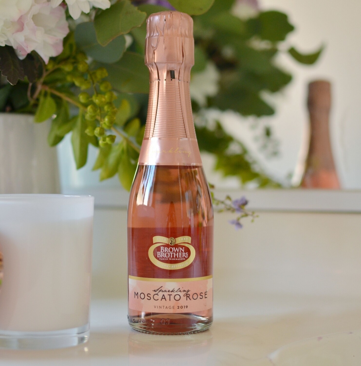 Mini Brown Brothers Vintage Sparkling Moscato Rosa 200mL.
