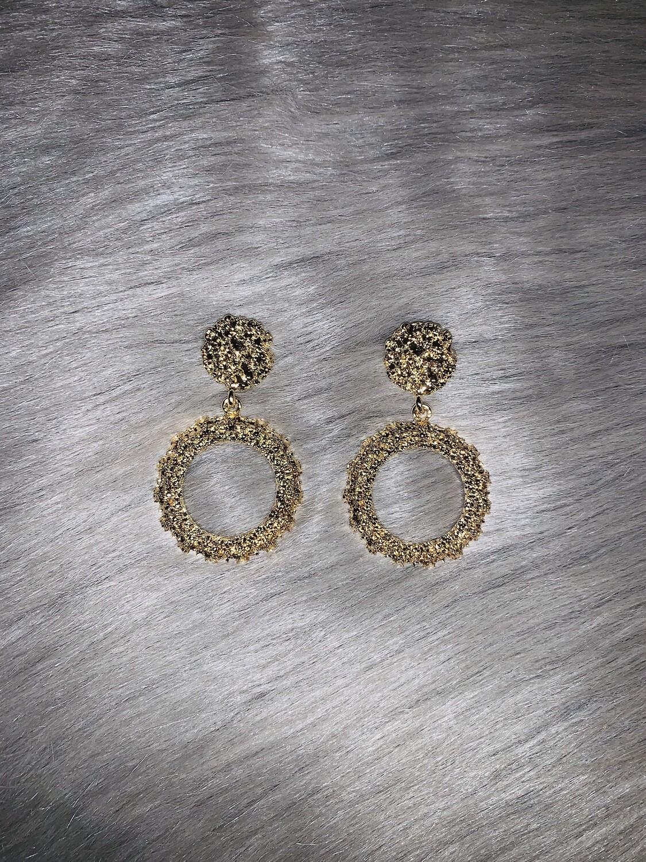 """Gold Cluster """"O"""" Earrings"""