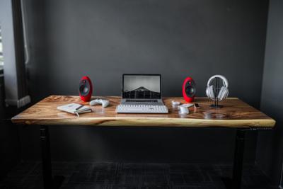 Smart Desk - South American Walnut