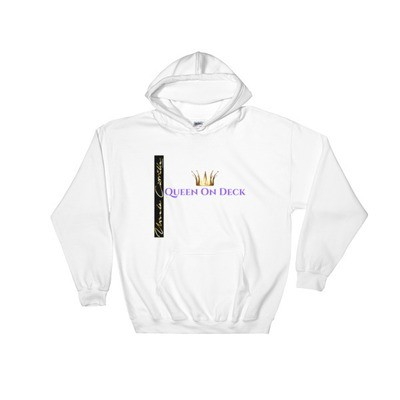 Queen On Deck-Heavy Blend Hooded Sweatshirt