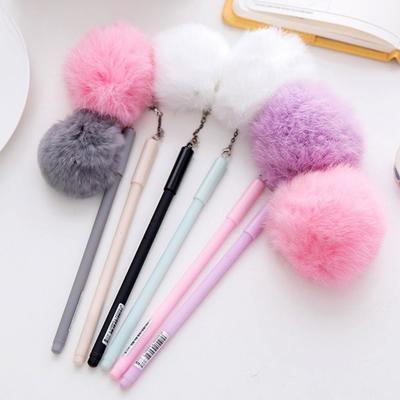 Гелевая ручка с подвеской-помпоном