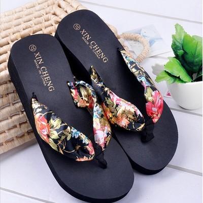 Женские сандалии в стиле бохо