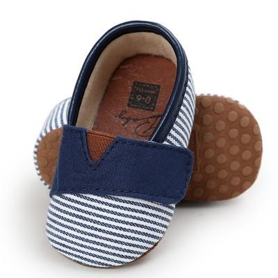 Детская обувь для мальчиков с полоской