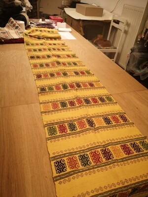 Table runner yellow