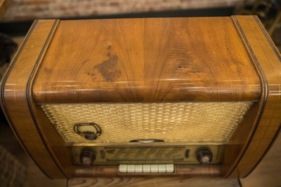 Working 1940's Silvertone Box Radio - Vintage Sears Roebuck Table Top Art Deco 6 Tube Radio Model 8052 Wood Case & Antenna - Antique Radio