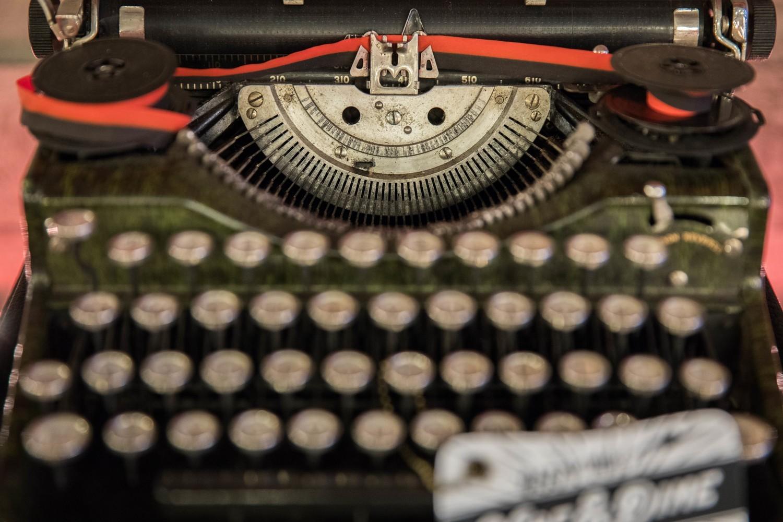 'The Kerouac' - Vintage Underwood Standard Four Bank Portable Typewriter - marbled green