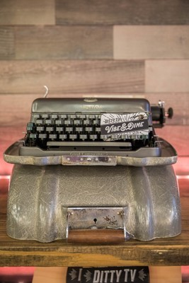 'The Lennon' - Fabulous Retro Vintage 1951 Imperial Portable Typewriter With Case