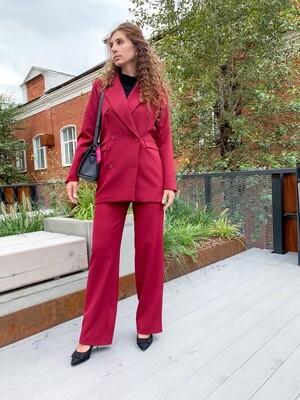 Женский костюм бордовый