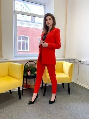 Женский костюм красный
