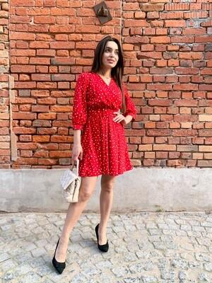 Красное платье мини в горошек с поясом